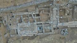 Αεροφωτογραφία του άνω ανδήρου της αγοράς, κτήριο Δ, δρόμοι Ι-ΙΙ