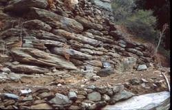 Αρχαίος τοίχος ΝΑ του ιερού του Απόλλωνος Πυθίου