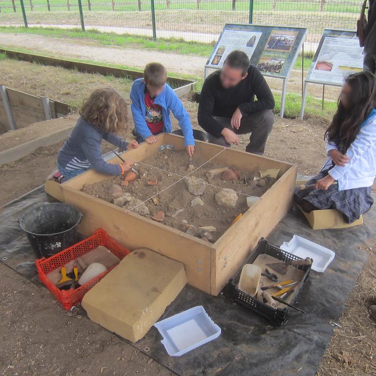 Fouilles archéologiques au musée des mégalithes de Changé
