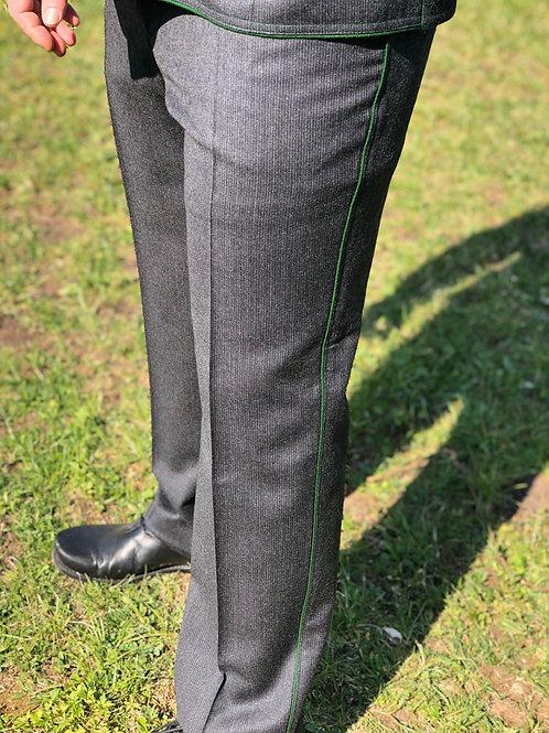 Hose hochgeschnitten mit grünem  Paspel12427