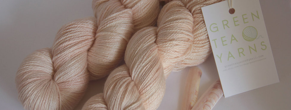 She sells Seashells - 4 ply in Mulberry silk - White Cloud