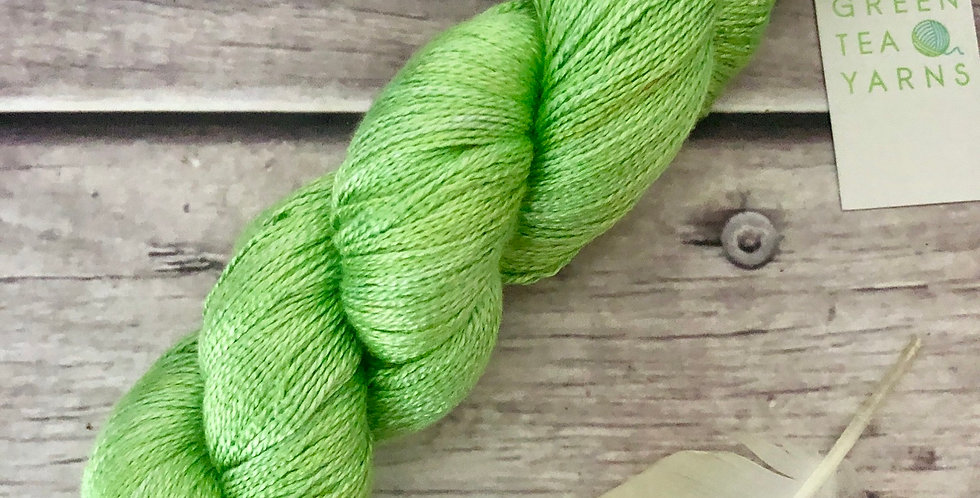 Kiwi Green - 3 ply in pure Mulberry silk - Ginseng hl