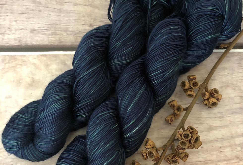 The Watchman - 4 ply mulberry silk singles -Rougui