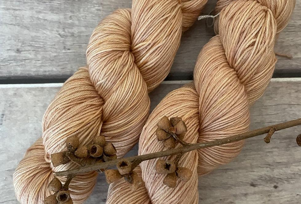 Golden Whispers - 4 ply sock yarn in merino and nylon - Darjeeling
