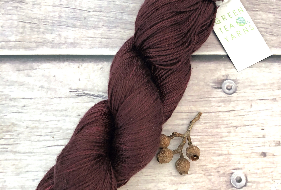 Dragonsblood ooak - 3 ply in Mulberry silk - Ginseng hl