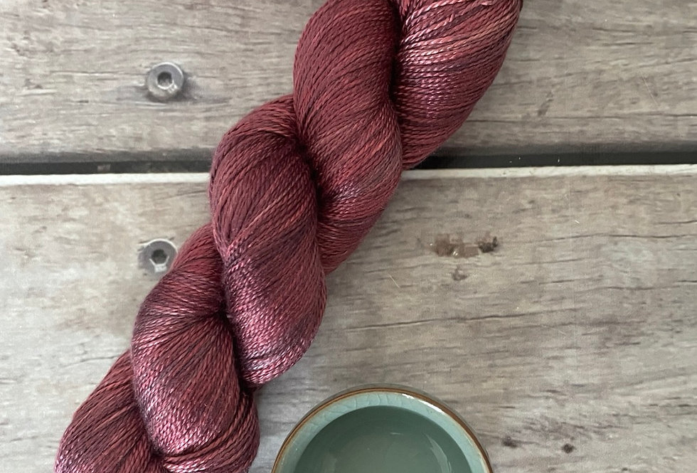 Ming Red- 3 ply in pure Mulberry silk - Ginseng hl
