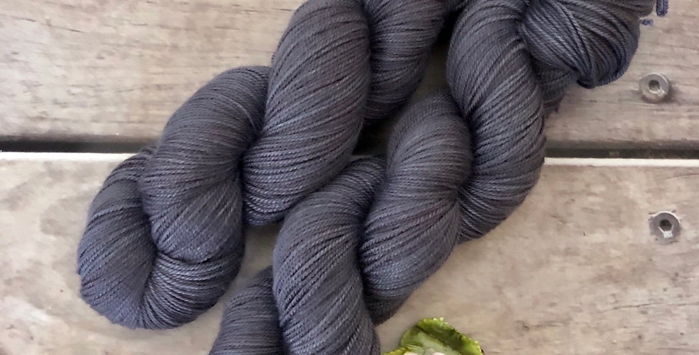Faded Flower - 4 ply silk / merino / cashmere - Assam