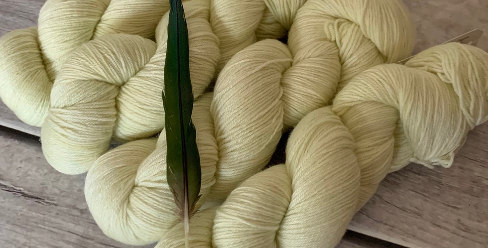 Pale Waterlilly ooak - 4ply sock yarn in merino and nylon - Darjeeling