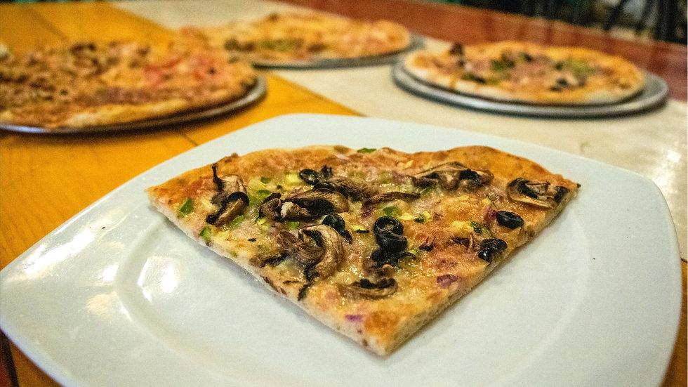 Pizza Champiniones con Provolone (Chef Gerardo Soberón)