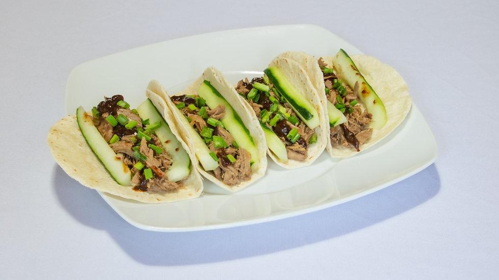 Tacos de carnitas de pato  salsa tamarindo con chipotle (Chef Sofía Rodríguez)