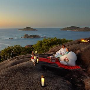 Четыре идеи для романтического ужина на курортах Six Senses