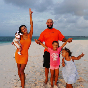 Модель Оксана Самойлова с мужем Джиганом и детьми провели отпуск отеле Kanuhura 5* на Мальдивах