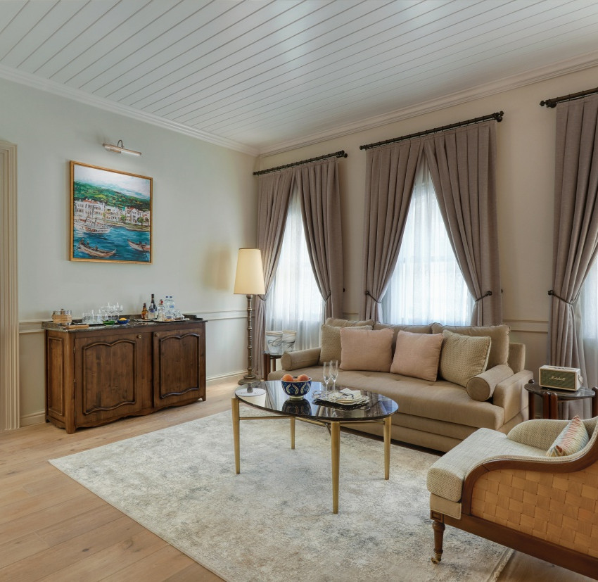 Courtyard Suite living room