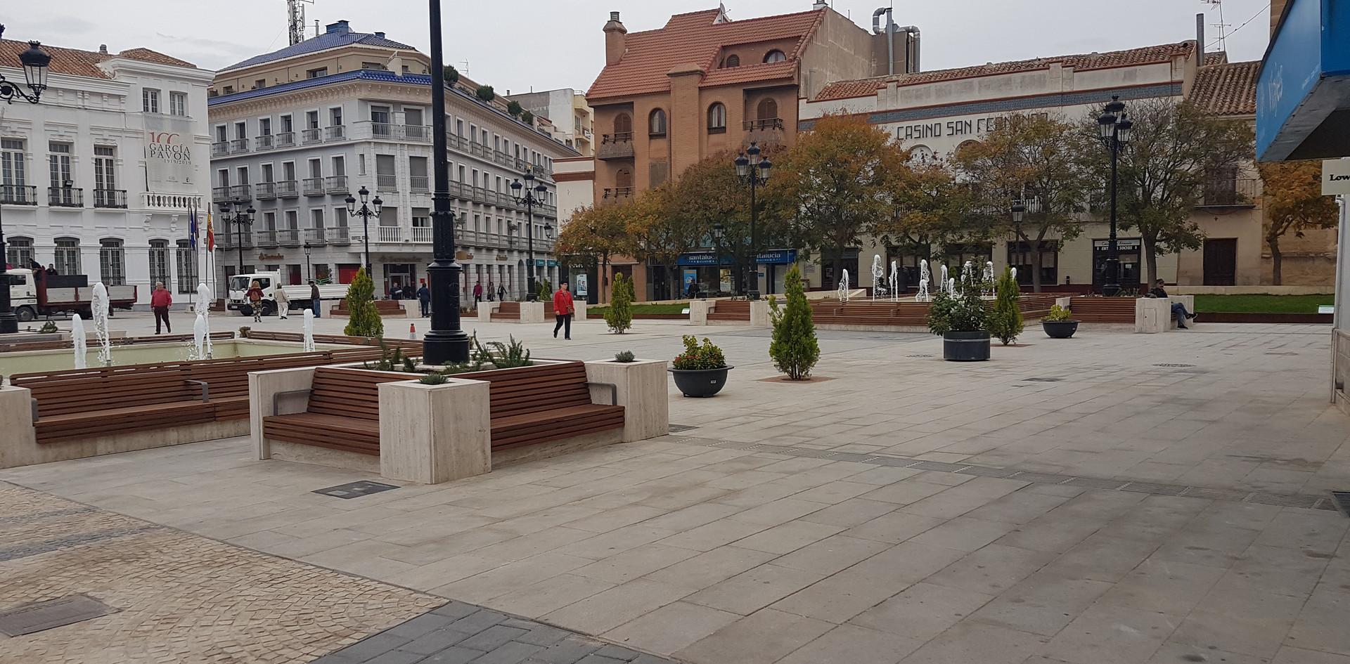 Plaza_de_españa_tomelloso.jpg