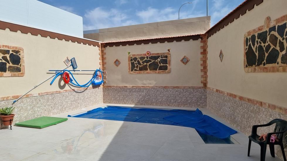 interior patio piscina.jpg