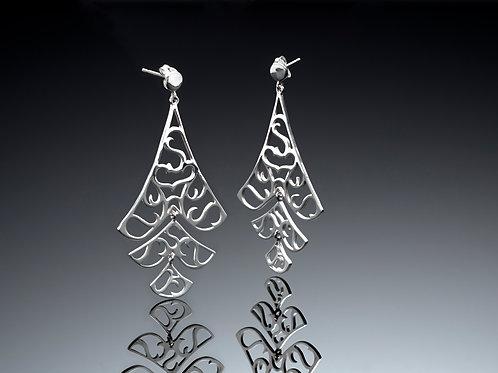 Dangling articulated earrings