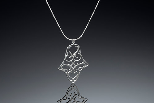 Spade shaped pendant necklace