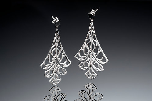 Dangling articulated earrings
