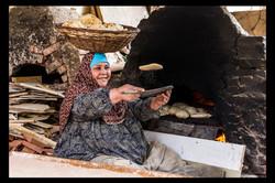 Cocinera de pan típico Egipcio