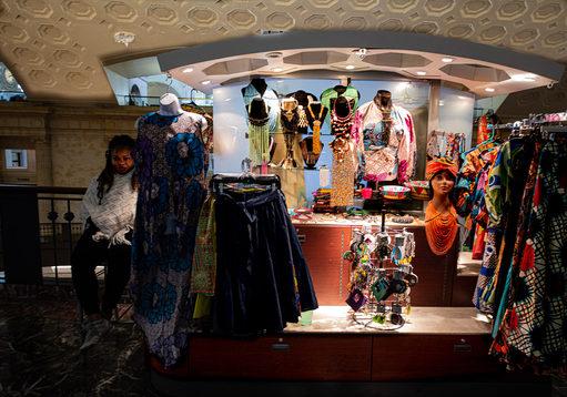 Dick Knapp_Union Station Dress Seller.jp