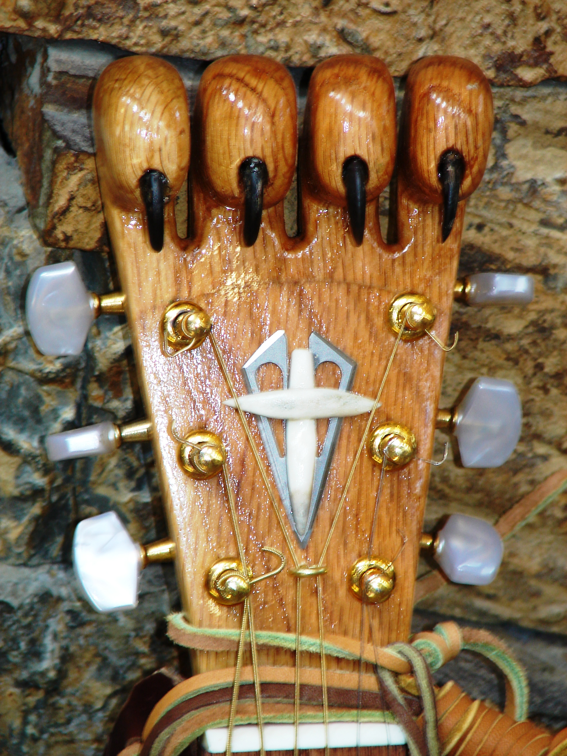 "Oak headstock ""claw"""