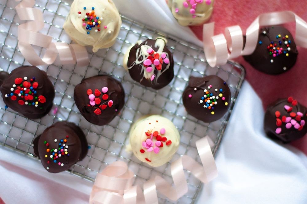 Top down view of several oreo balls made using this great oreo balls recipe