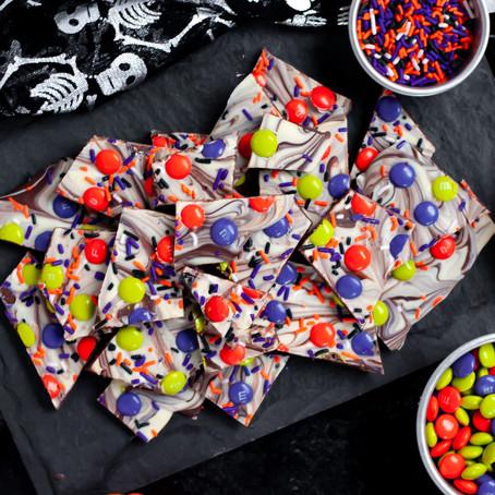 HALLOWEEN CHOCOLATE BARK WITH SPRINKLES