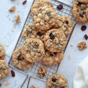 WHITE CHOCOLATE CRANBERRY OAT COOKIES⠀