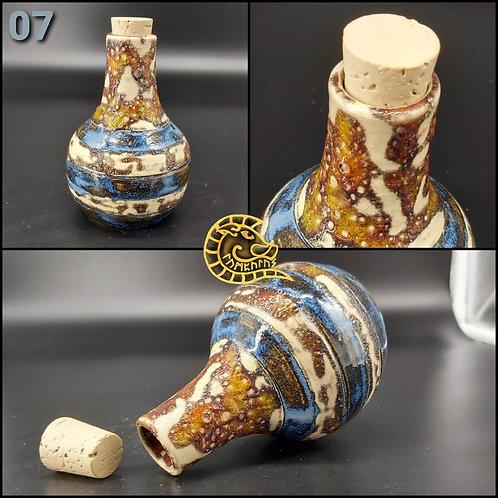 Steinzeugflasche mit Halter
