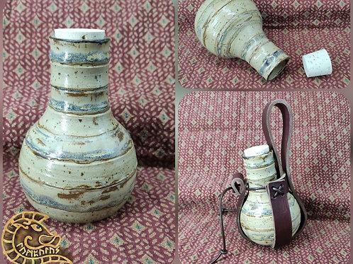 Steinzeugflasche gestreift mit Halter