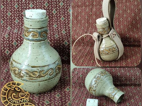 Steinzeugflasche creme mit Halter