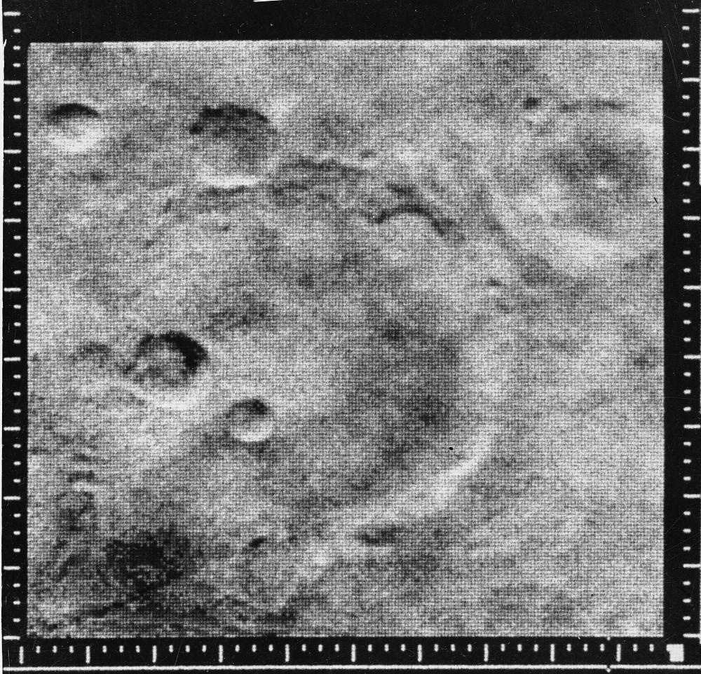 水手4號拍攝到最佳的照片,顯示出火星隕石坑。