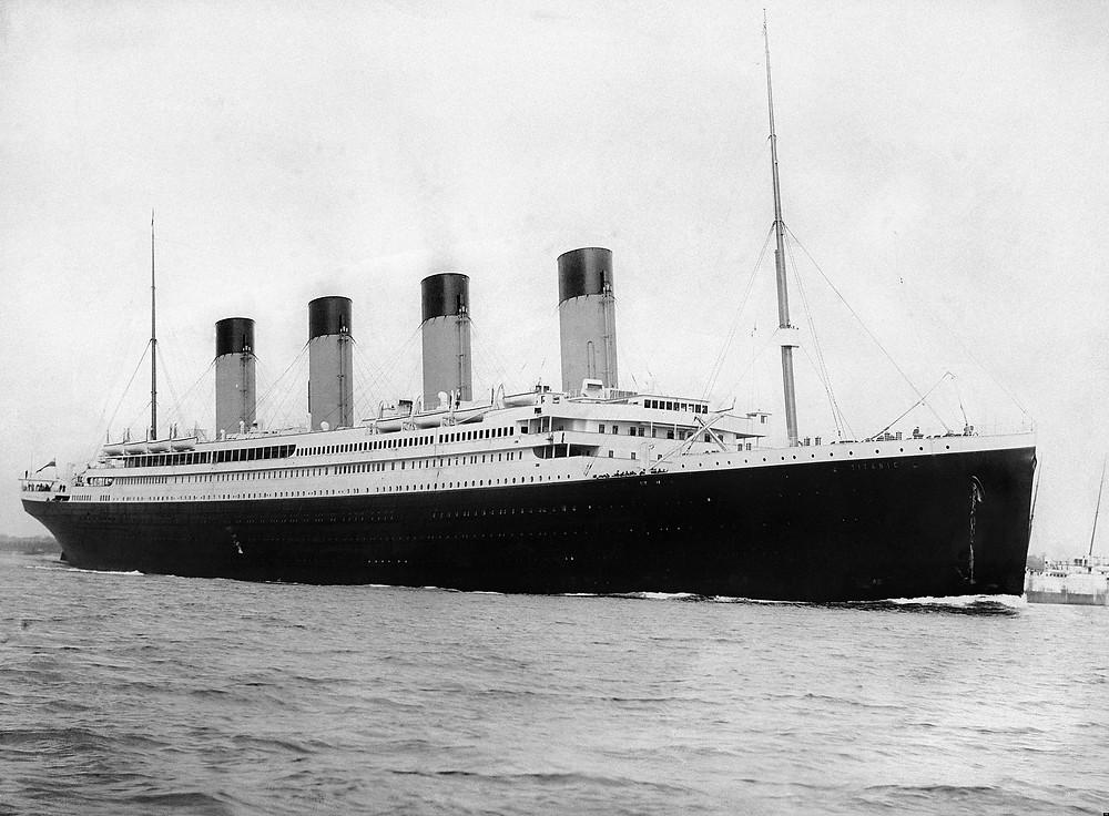 1912年4月10日,鐵達尼號於南安普敦港出發