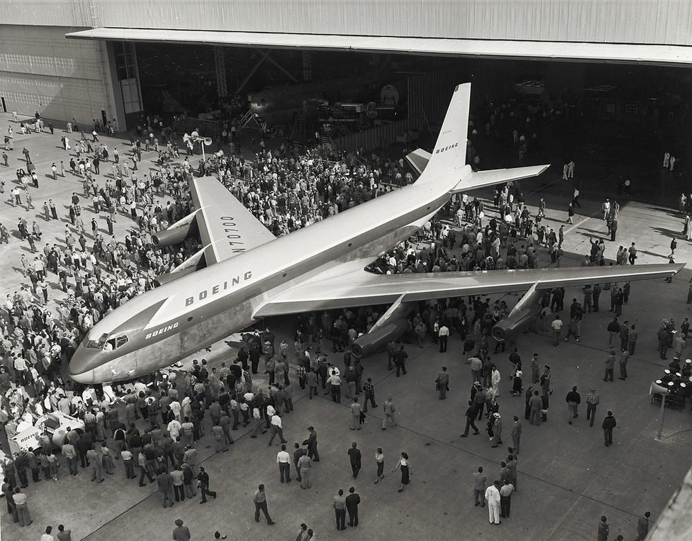 1954年5月出廠的波音367-80,是波音707的原型機。