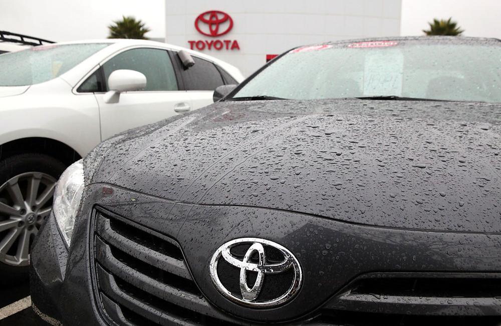 圖為加利福尼亞州聖拉斐爾豐田展示的新型佳美汽車。(Getty Images)