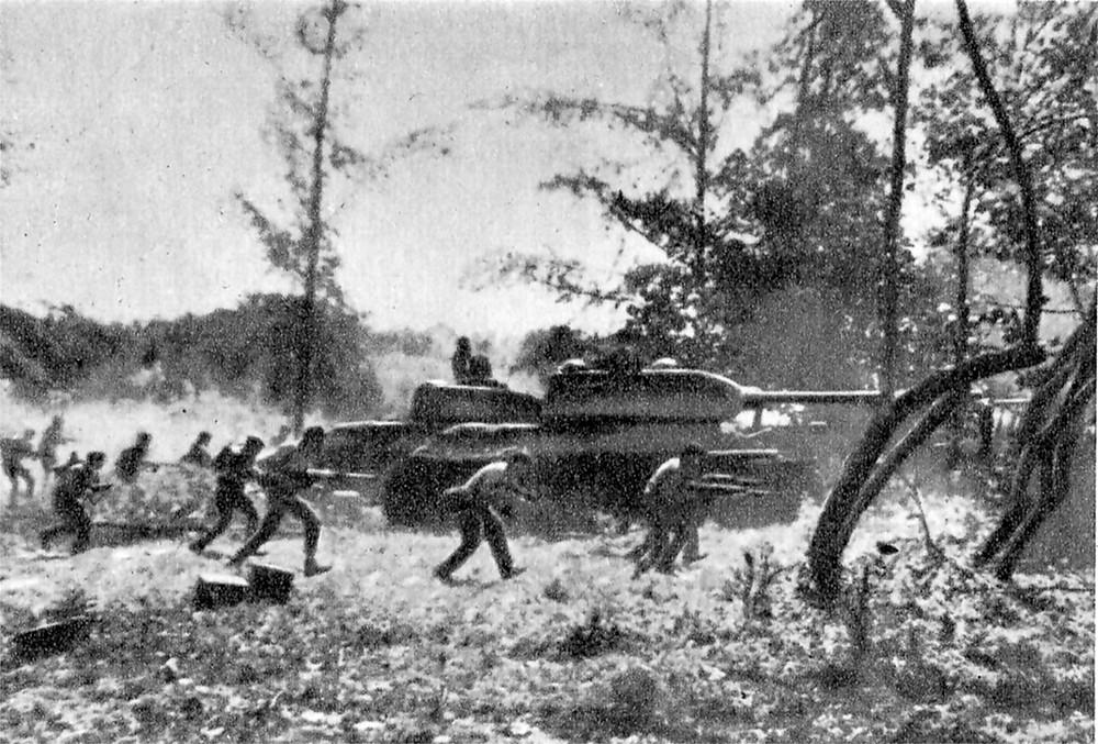 T-34坦克支援古巴士兵在吉隆灘附近進行攻擊