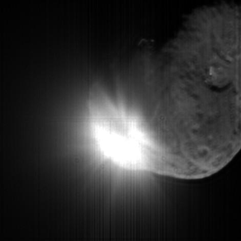 撞擊器撞擊13秒後拍摂到的彗核