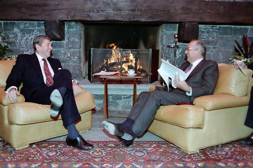 裡根和戈爾巴喬夫在日內瓦會晤