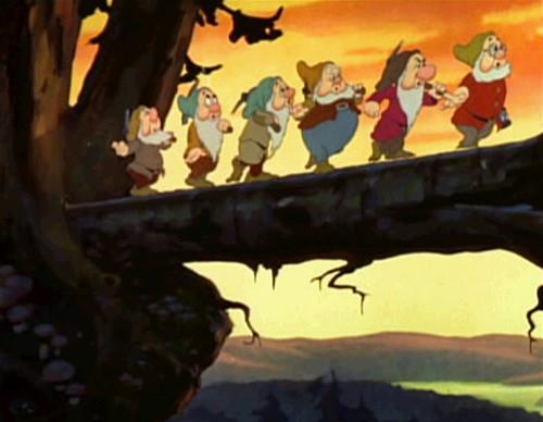 "七個小矮人在唱 ""Heigh-Ho"""