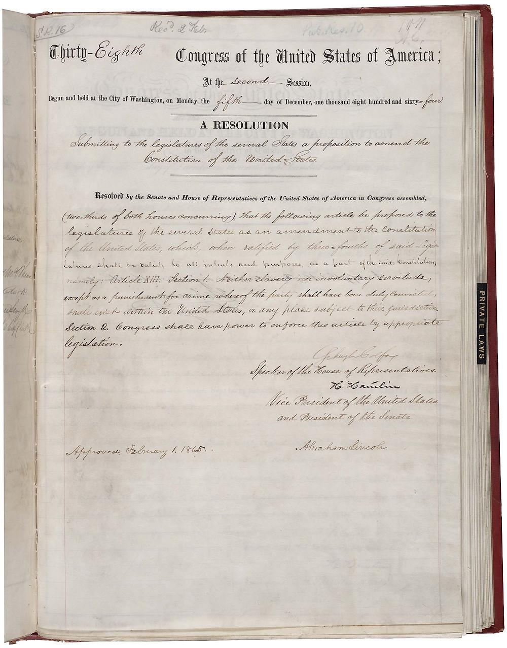 存放在國家檔案和記錄管理局的第十三條修正案,由亞伯拉罕·林肯簽署