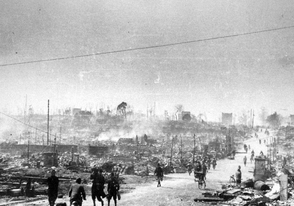 經過東京的公路被1945年3月10日空襲摧毀