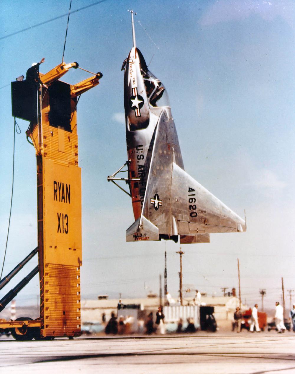 位於愛德華茲空軍基地的X-13飛機