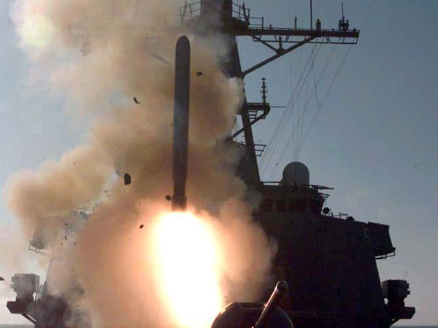 1998年12月對伊拉克的第四波攻擊行動:美軍發射的一枚戰斧巡弋飛彈。