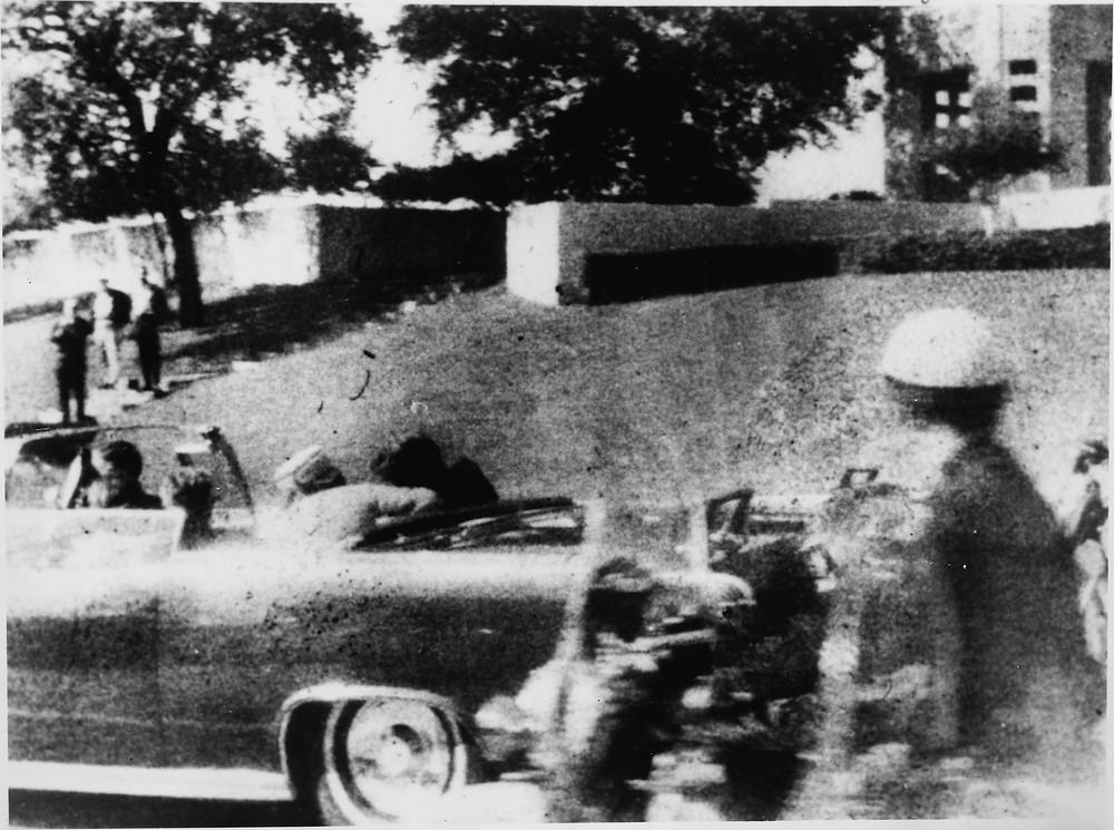 美國總統肯尼迪在達拉斯遇刺身亡