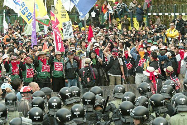 香港4000人遊行反世貿(吳璉宥/大紀元)