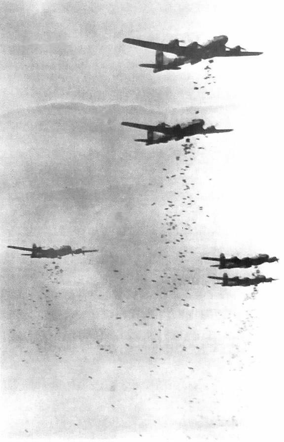 執行轟炸任務的B-29轟炸機