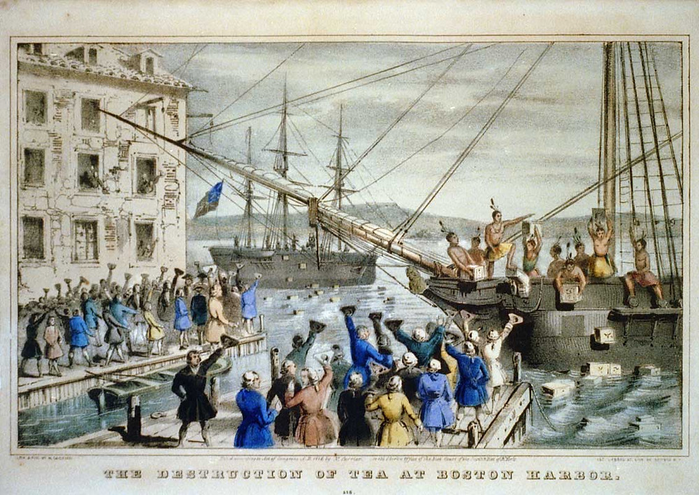 搗毀貨船上的茶葉並倒入海中---波士頓茶葉事件