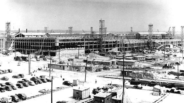 1942年7月1日,正在建設中的五角大廈西北側立面。
