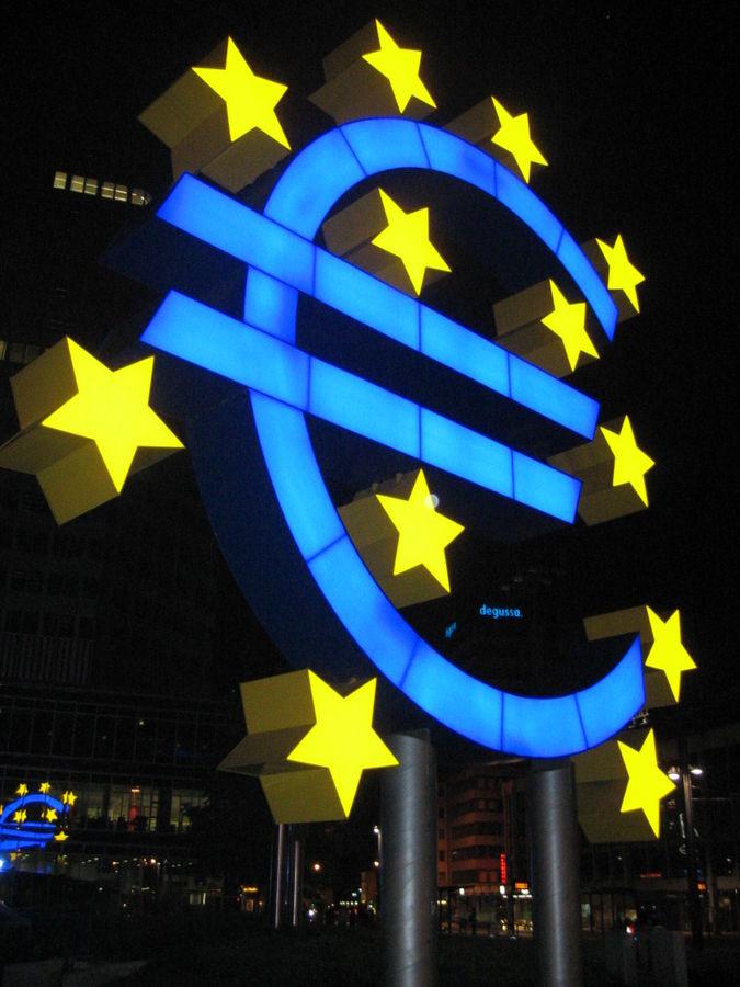 歐元符號的夜景(Lars Aronsson/Wikipedia)