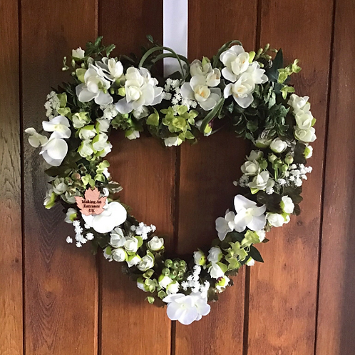 hand made in our making an entrance welsh studio this is a stunning door wreath